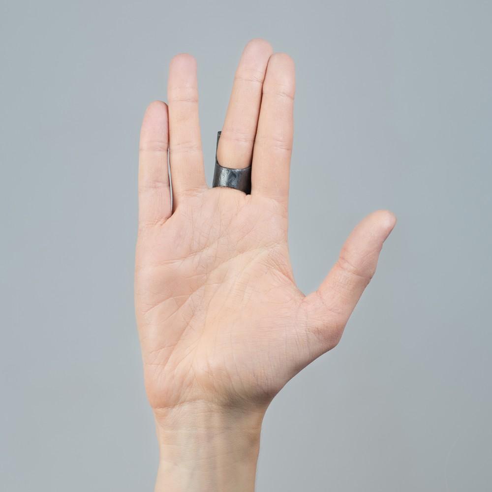 Pritalis - oksiduoto sidabro žiedas