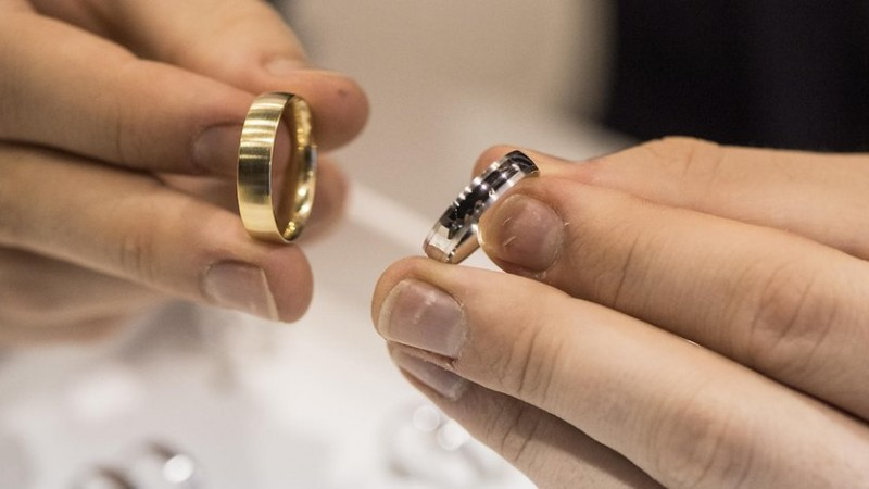 Selling gold safely What matters when it comes to jewelry and bars