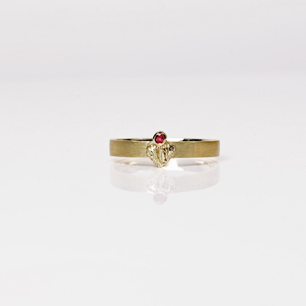 """Žiedas """"Širdis su rubinu"""""""