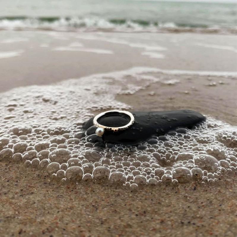 Jūratės ranka palietus